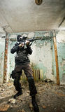 Der bewaffnete Soldat Stockbild