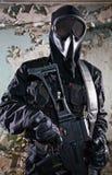 Der bewaffnete Soldat in einer Tarnung Lizenzfreie Stockfotografie
