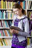 In der Bibliothek Stockfoto