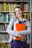 In der Bibliothek stockfotos