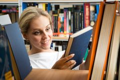 In der Bibliothek Lizenzfreie Stockbilder