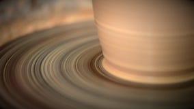 Der Bildhauer in der Werkstatt stellt Krug aus Lehmnahaufnahme heraus her stock video