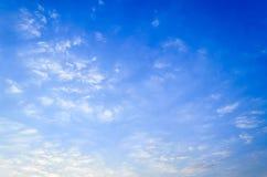 Der blaue Himmel bewölkt Sonnenaufgang morgens Stockfotos