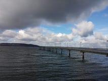 Der blaue Himmel des Docks Stockfoto