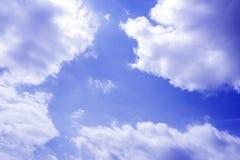Der blaue Himmel und die Wolken Stockfoto