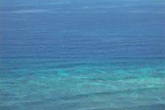 Der blaue Indische Ozean Stockfotos