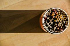 Der Bleistift- und Stiftbehälter Stockbilder