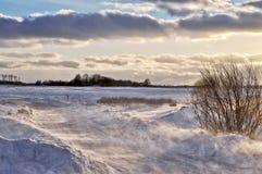 Der Blizzard über Landstraßen Stockfotografie