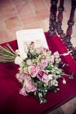 Der Blumenstrauß einer Braut Stockbild