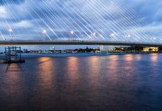 Der Brückenbau auf Dämmerung Stockbild