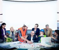 Der Büro-Arbeitsgeschäftsleute diskussions-Team Concept Stockfotografie