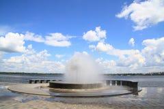 Der Brunnen auf dem Damm Stockfotografie