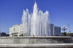 Der Brunnen in der Stadt lizenzfreie stockbilder