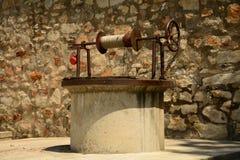 Der Brunnen des Klosters Stockfoto