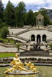 Der Brunnen des Schlosses Linderhof stockbild