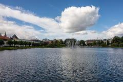 Der Brunnen in einem See Lungegardsvannet in Bergen Lizenzfreies Stockfoto