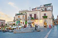 Der Brunnen im Duomo-Quadrat von Taormina Lizenzfreies Stockfoto