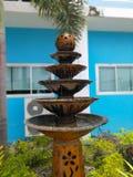 Der Brunnen im Garten Stockbilder
