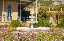 Der Brunnen im Garten Lizenzfreie Stockfotos