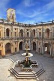 Der Brunnen mit einem Pool in der Form eines Kreuzes Stockfoto