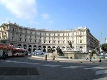 Der Brunnen der Najaden gelegen in der Mitte des Marktplatz della Repubblica in Rom Europa Lizenzfreies Stockbild