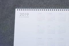 Der Buchstabe 2019 auf dem Kalender lizenzfreie stockfotografie