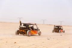 Der Buggywohnwagen auf Weg stockbilder