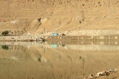 Der Bus in der Wüste Lizenzfreie Stockfotos