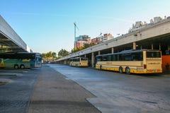 Der Busbahnhof stockbild