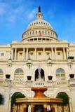 Der Capitol- Hillgebäude mit Brunnen, Washington DC Stockfotografie
