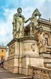 Der Capitoline-Hügel Statuen Gießmaschine und Pollux lizenzfreie stockbilder