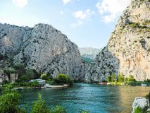 Der Cetina-Fluss stockbilder