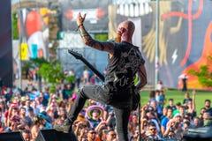 Der Charme, den die Wutmusikband im Konzert Downloadam schwermetallmusikfestival durchführen stockbilder