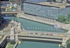 Der Chicago River und die Michigan-Alleen-Brücke, Chicago, Illinois Lizenzfreie Stockfotografie