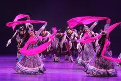 Der 10. China-Kunstfestival-Tanzwettbewerb - tibetanischer Tanz Stockfotos