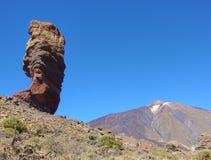 Der Cinchado-Felsen der Teide-Vulkan in Teneriffa stock video