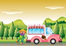 Der Clown und der rosa Eiscremebus Stockfotos