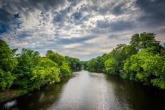 Der Cochecho-Fluss, in Dover, New Hampshire lizenzfreie stockfotografie