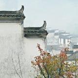 Der corbie Giebel von chinesischen Volkshäusern Stockfotografie