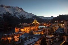 An der Dämmerung Erstaunliche Gebirgslandschaft von St Moritz, die Schweiz Stockfotografie