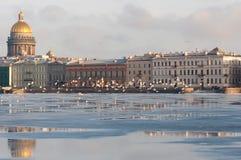 Der Damm der europäischen Stadt lizenzfreie stockfotos