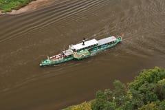 Der Dampfer auf Fluss stockbild