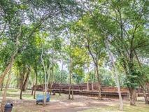 Der defekte alte religiöse Tempel im historischen Park Lizenzfreies Stockfoto