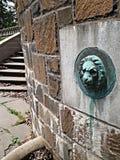 Der defekte Brunnen Stockbilder