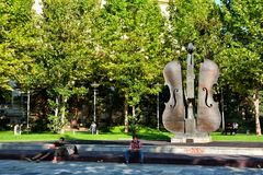 Der defekte Violinen-Brunnen in Bukarest Lizenzfreies Stockbild