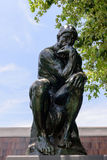 Der Denker von Auguste Rodin in Norton Simon Museum stockfotos