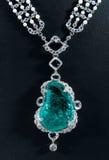 Der Diamanthalsketten- und -saphiranhänger Stockbilder