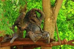 Der Dieb auf dem Baum Lizenzfreies Stockfoto