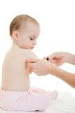 Der Doktor bildet eine Schätzchenschutzimpfung Lizenzfreie Stockfotografie