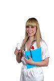Der Doktor in einem weißen Hausmantel bietet Tabletten in einem Gefäß an lizenzfreie stockfotografie